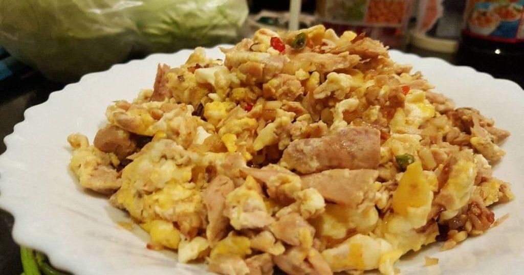 ทูน่าคั่วไข่