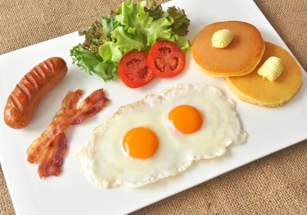 อาหารเช้าแบบอเมริกัน