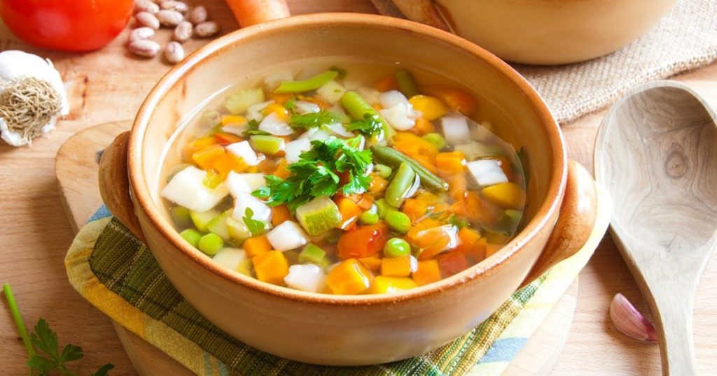 น้ำซุปผัก ใช้ทำแกงจืดหรือใส่ก๋วยเตี๋ยวก็อร่อย ได้ประโยชน์ และราคาประหยัด