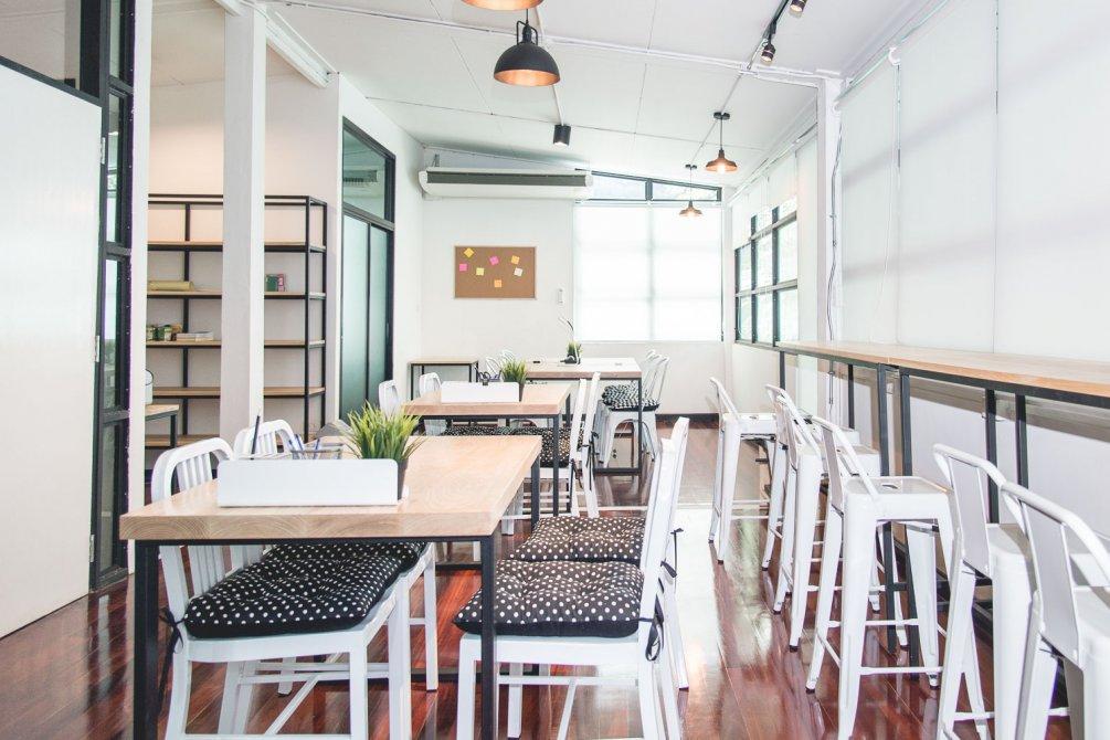 คาเฟ่สไตล์ working space Ease Cafe & Co-Working Space