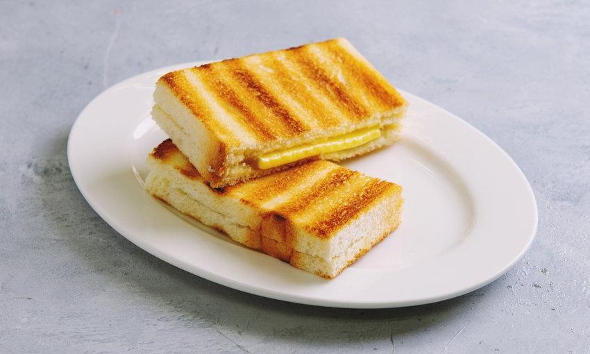 ไอเดียอาหารมื้อเช้า  ขนมปังปิ้งสัก 1-2 แผ่น
